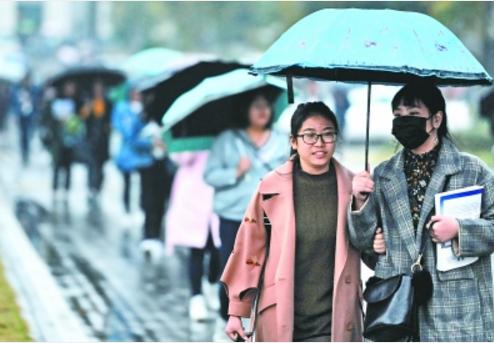 最高温12℃最低温4℃ 本周末武汉将迎来大风降温