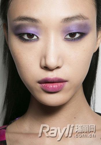 重拾化妆包里的彩色眼影 玩色搭配就应大胆出