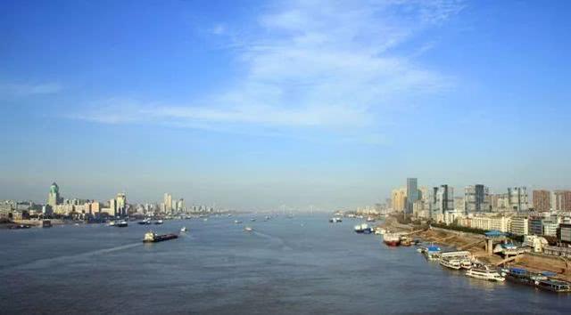 长江1号洪峰进入湖北 武汉段水位将接近设防