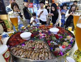 """武汉现30万元顶级""""全虾宴"""" 15人享用"""