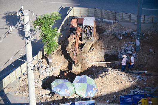 宜昌小区半月停水4次 施工方无奈盼地下管线图图片