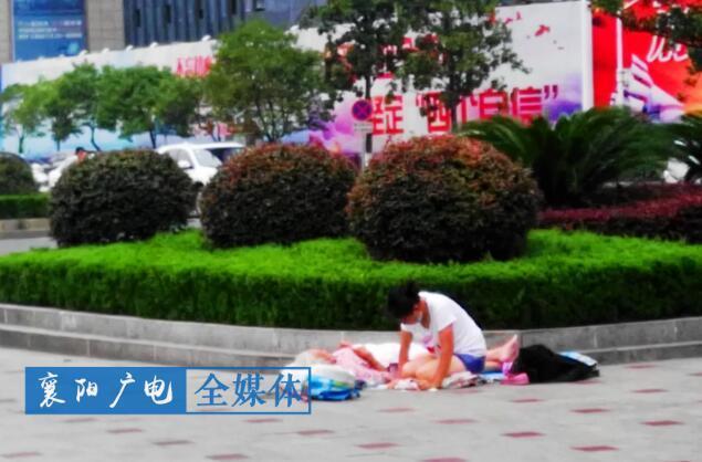 """襄阳现""""打游击式""""乞讨 上午下午各换一个地方"""