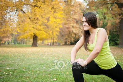 青年-女-运动-健身-热身-跑步-压腿_29872492_xl
