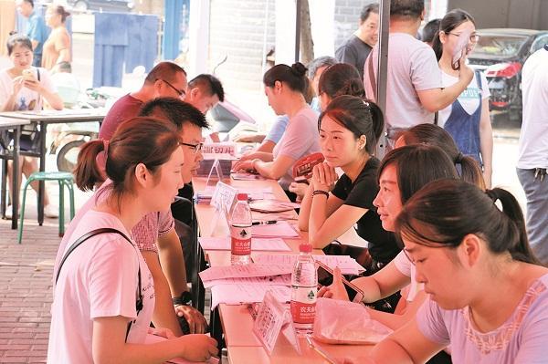 汉川举办高校毕业生专场招聘会 提供岗位2102