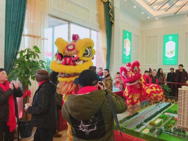 瑞雪兆丰年:天新花园火爆开盘 千人冒雪排队抢房