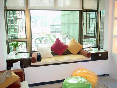 卧室飘窗窗帘效果图:飘窗变身娱乐室-卧室飘窗设计 角落里的精美小