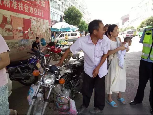 广水男子醉酒驾驶摩托 送外孙去医院被民警拦下