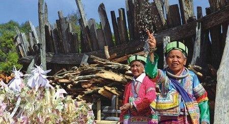 云南拉祜族女人光头最美胎盘象征一生安康