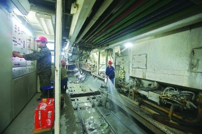 """武汉地铁3号线下穿2号线 首个地铁""""立交""""将形成"""