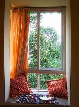 卧室飘窗窗帘效果图:飘窗变休息室-卧室飘窗设计 角落里的精美小风情