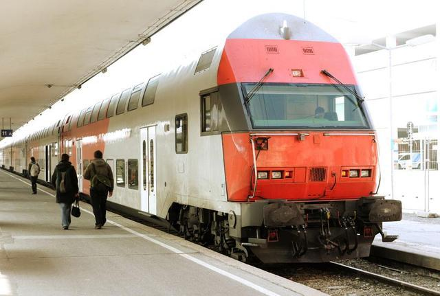 孝感火车站微调13趟图定列车时刻 提高1对等级