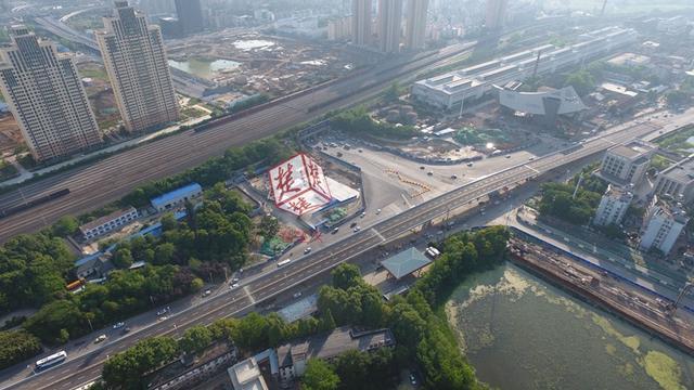 武汉琴台大道跨江城大道高架通车 缓解交通拥堵