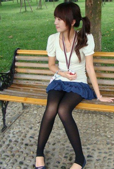 亚州丝袜女_相信很多女生也买过街边小摊小贩的丝袜,就像自己的衣服一样就