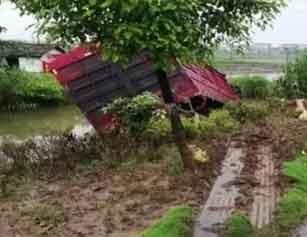 痛心!湖北31岁辅警处置事故时被撞身亡