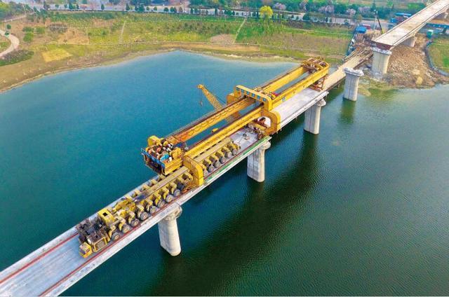汉十铁路孝感段即将完成架梁施工 今年9月正式铺轨