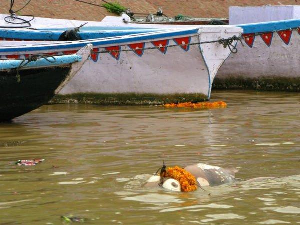 沐浴印度恒河:与头像一起探秘_旅游频道_诱惑浮尸旅游性感图片