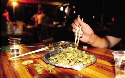 天热引爆武汉夜市经济 卖毛豆比卖虾更赚钱