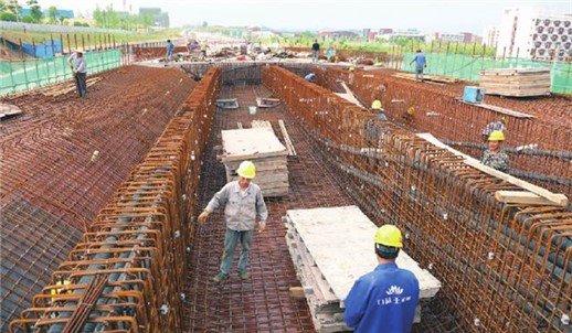 峡州大道跨汉宜路高架雏形初现 正加紧施工