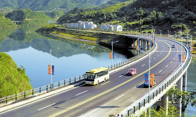 湖北:竹山县城至潘口水电站路段 全线正式建成通车