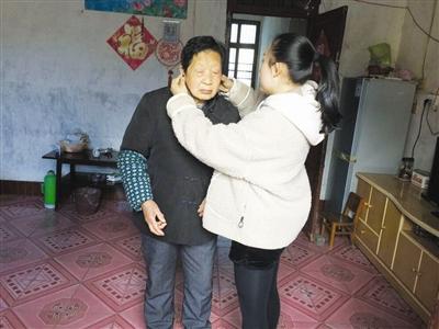 儿子定居国外多年 助听器助母子跨越大洋诉亲情