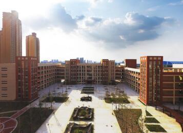 荆州开发区实验中学2018年春季开学典礼隆重举行