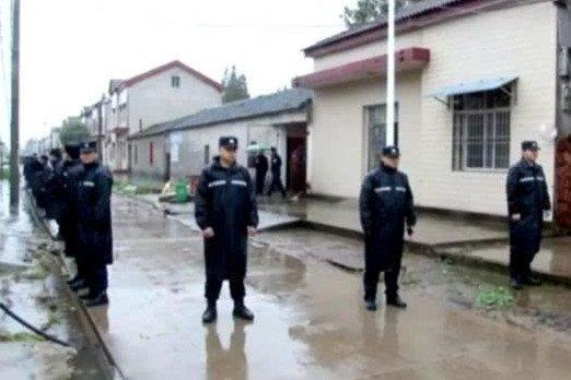 荆州发生离奇命案 女子家中身亡窗户上挂着根绳