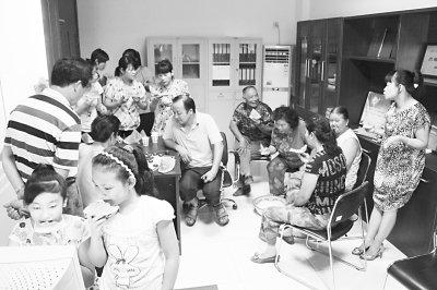武汉再投300万纳凉资金 连续9年开放社区纳凉点