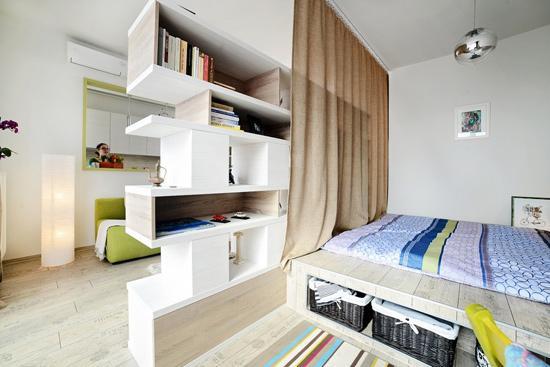 卧室设计    设计重点:旋转电视机    编辑点评:隔断客厅与卧室的