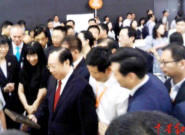 省长卖茶 湖北米砖茶走红香港美食博览会
