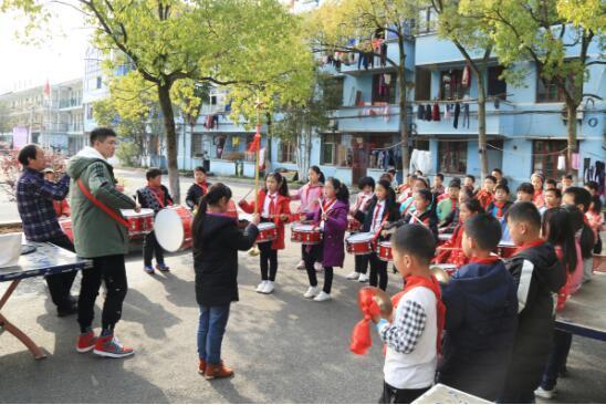 在武汉有这样一群大学生撑起偏远年级小学梦小学五誓词一班图片艺术图片