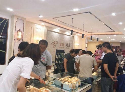 荆门将新增一个别墅级社区,营销中心昨日正式开放
