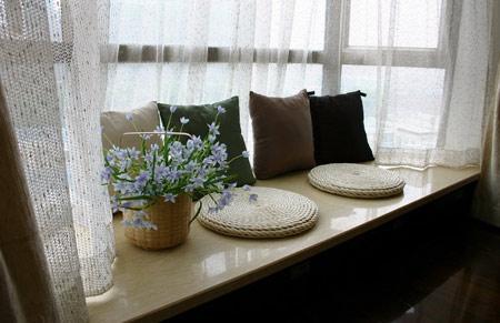 卧室飘窗窗帘效果图:飘窗变娱乐室-卧室飘窗设计 角落里的精美小风情