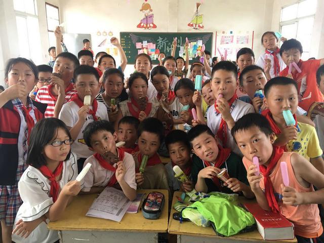 赞!荆州美女老师用小诗给53名学生写期末评语