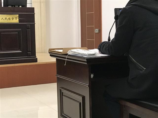 武汉女子住酒店摔伤 起诉酒店索赔7万余元