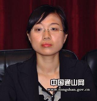 80后法学女博士成湖北通山县首任女县长(图)