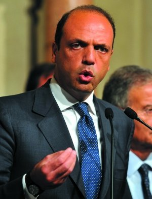 意大利新总理临危受命 政策遭两党派强烈反对