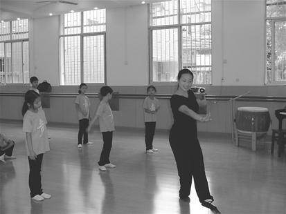 特教老师辛勤耕耘 22年送8名聋哑生进国家艺术