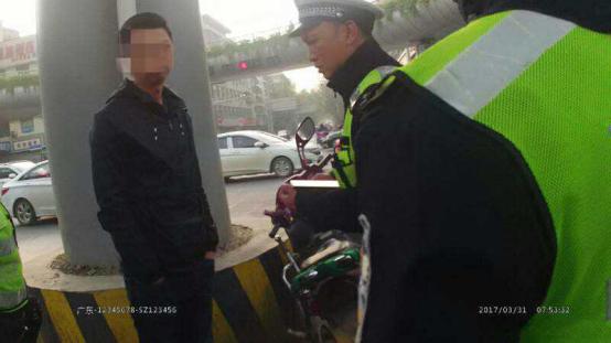 男子无证驾驶未检车辆 拒不配合反被重罚