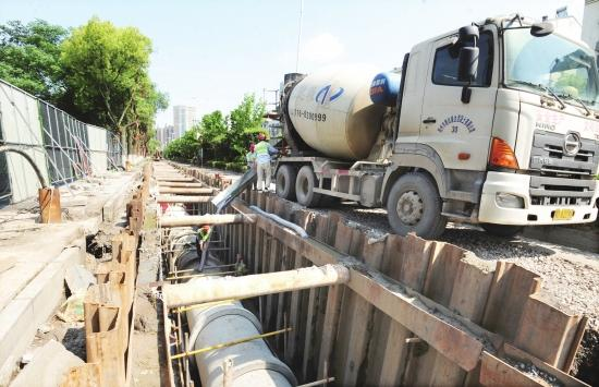江津路污水管道建设工程抓紧施工 有望7月底完工