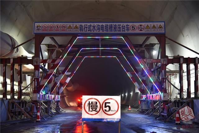 汉十高铁最长隧道顺利贯通 预计2019年底建成通车