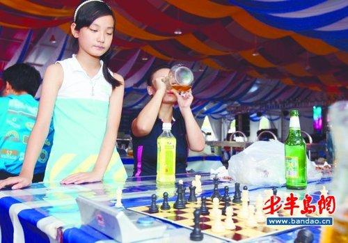 本报8月22日讯(记者 周晓荷 娄花 通讯员 路兴华) 热情奔放的拉丁舞图片