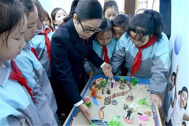 """宜城检察院开展纪念""""国际女童日""""活动(图)"""