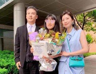 贾静雯离婚十年与前夫同框 丈夫修杰楷暖心回应