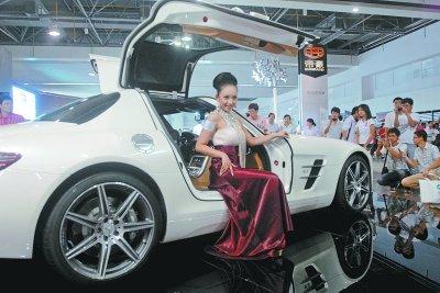 华中车展昨火爆开场 平均两分钟卖一辆车