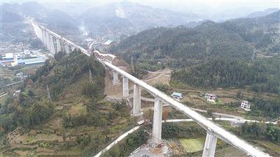 黔张常铁路革勒车大桥展雄姿 设计时速200公里