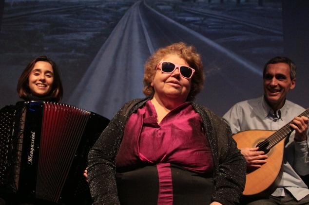 没有光的音乐会 感受葡国灵魂歌者的传奇人生