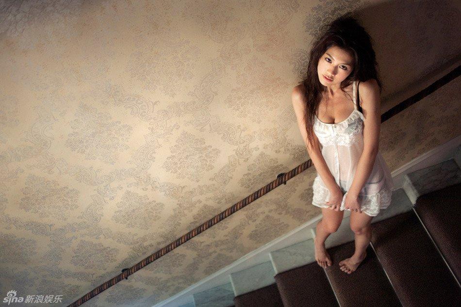 高清:周秀娜全新写真集曝光 展法式浪漫风情