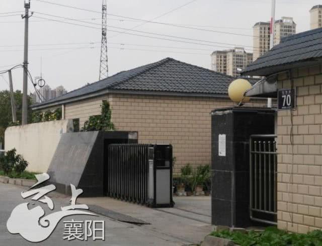 襄阳这条路违停车辆可以不受处罚 警察这样回应
