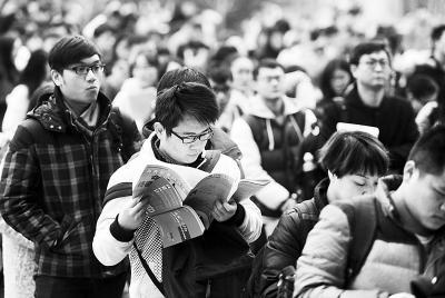 湖北10万人考研:政治考题论雾霾英语阅读谈脱