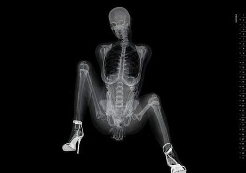 x光版骨感美女 全裸入镜三点不露